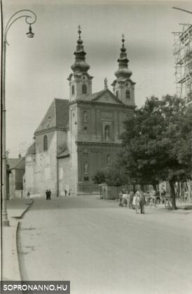 A Domonkos-templom a Várkerület felől