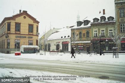 Tél 1999-ben az Ógabona tér és a Színház utca találkozásánál