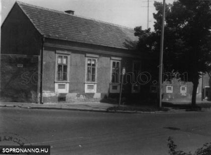 A Raffensperger kertészet épülete az Ady Endre úton