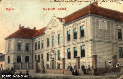 Az Általános Polgári Fiúiskola épülete az egykori kaszárnya helyén
