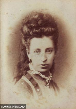 Vinzenz Lobenwein (1845-1907) fényképész mester felesége – Harald Lobenwein anyja