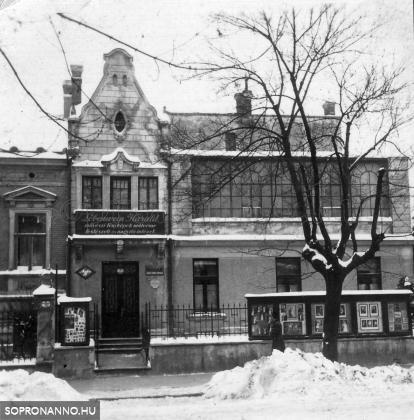 """A """"Lobenwein-ház"""" homlokzata (1920)"""