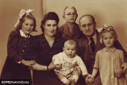ifj. Lobenwein Harald családja körében (1943)