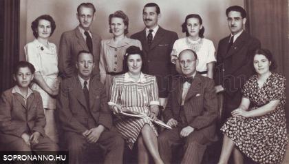 A Lobenwein fotóműterem és labor vezetői és alkalmazottai (1942)