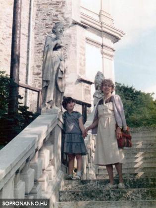 Sopronbánfalván unokájával, 1985.