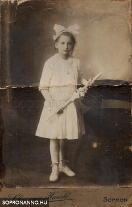 Müller Erzsébet nagynéném 1906-ban