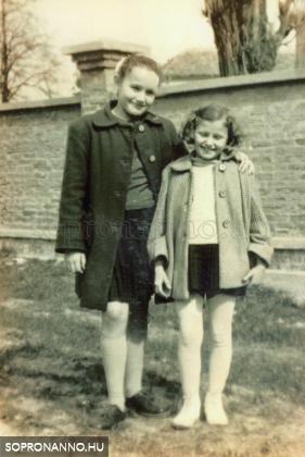 Nővéremmel 1956-ban
