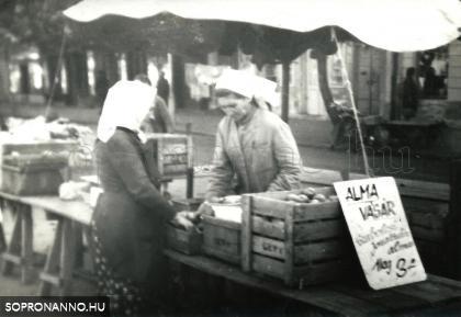 1957-58. Almavásár a Kisvárkerületi piacon