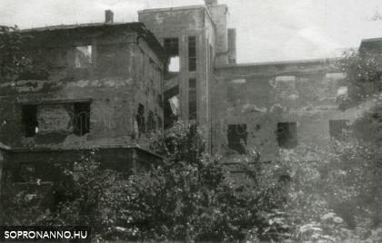 A lebombázott diákotthon