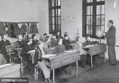 Pál Lajos tanítás közben 1955-ben