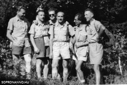 A Soproni Postás Természetjáró Szakosztály cserkész tagjai