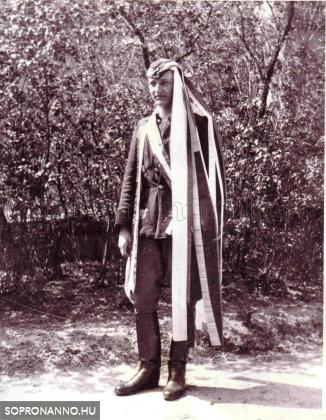 Pum Gyula bevonulás előtt