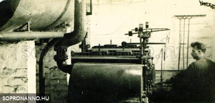 A szerző édesapja az intézmény kazánházában az 1930-as évek elején. Csík Ferenc felvétele.