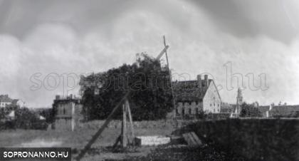 1900 körül készült felvétel. Az Újteleki utca 14. ház.
