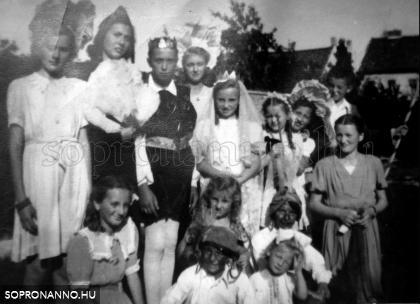 1947. nyár. Más házak gyerekeivel megerősített színészgárda.
