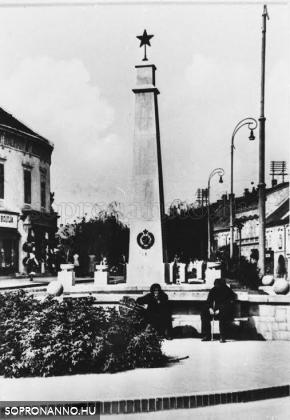 A régi szovjet emlékmű a Kisvárkerületen