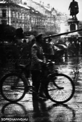 Pillanatkép a Széchenyi térről