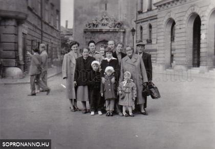 Bözsi, Linus, Terka, Mária unokáikkal együtt