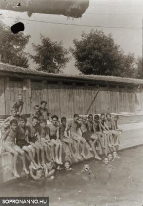 Strandolók a Kisuszodában