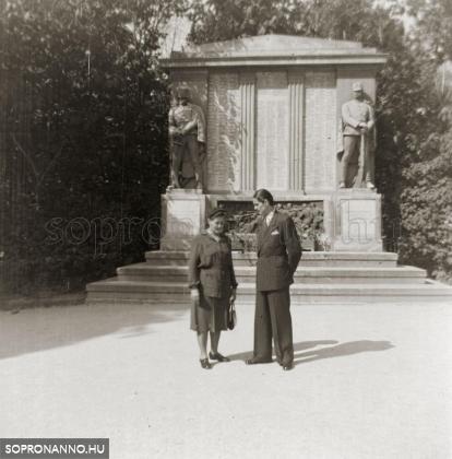 Ostoros György édesanyjával