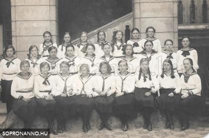 Orsolya téri osztálykép 1931.