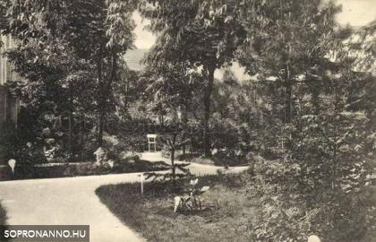 A Szent Orsolya-rendiek internátusának kertje
