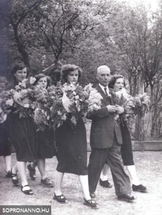 1955-ben érettségizettek ballagása