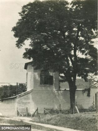 Az Esernyős-ház