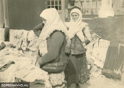 Vásár a Petőfi téren