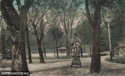 Nepomuki Szent János szobra az Erzsébet-kertnél
