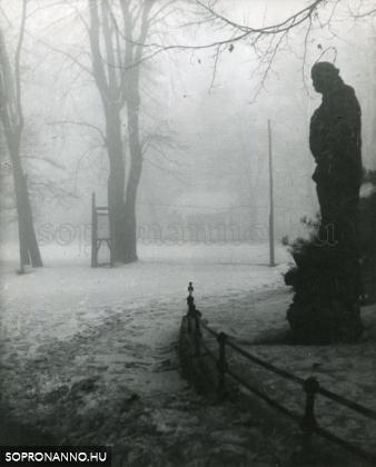 Nepomuki Szent János szobra az Erzsébet-kertnél (Angyalfi Andor)