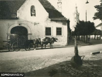 Ökrösszekér a Poncichter-ház előtt a Fövényveremben