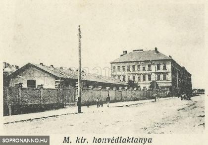 M. kir. honvédlaktanya