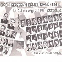 A Berzsenyi Dániel Gimnázium 1964-ban végzett IV.A. osztályának tablója