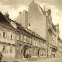 A Széchenyi tér déli oldala