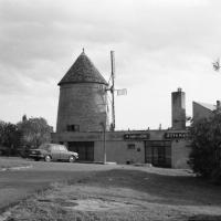 A Szélmalom étterem bejárata az 1970-es években