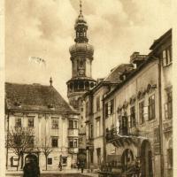 A Várostorony a Kolostor utca felől