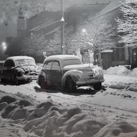 Autók egy téli estén a Várkerületen