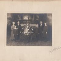 A Forster család az új haranggal