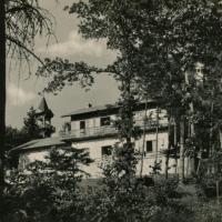 Az István-menedékház a Muck-messzelátóval