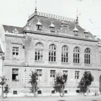 Banképület a Petőfi téren