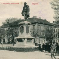 Életkép Széchenyi István szobránál