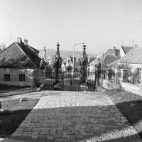 A Szent Mihály-templom udvara