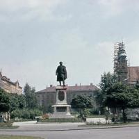 Széchenyi István szobra az Újhelyi-ház felől