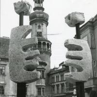 Veszprémi Imre szobrai a Fő téren