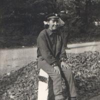 1959. Kék-keris tányérsapka