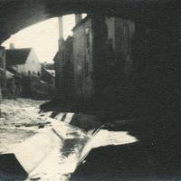 Az Ikva kanyarulatai a híd boltíve alatt