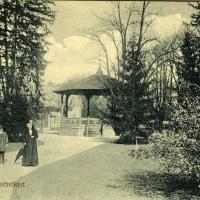Az Erzsébet-kert egy részlete a zenepavilonnal