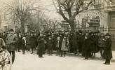 1921. december 14. - Csoportkép a VIII. számú szavazókör előtt